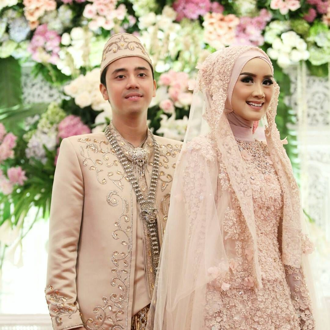 """Nike Nadia di Instagram """"Our wedding details ______ Thanks to all"""