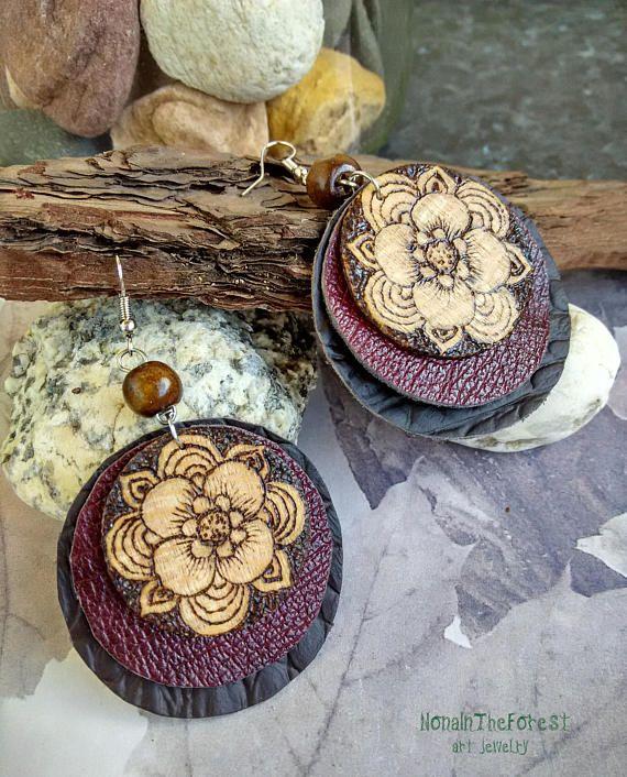 Grosse boucle d'oreille en bois
