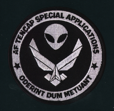 IWouldTell56_small1.gif (400×388) Patches, Aliens and