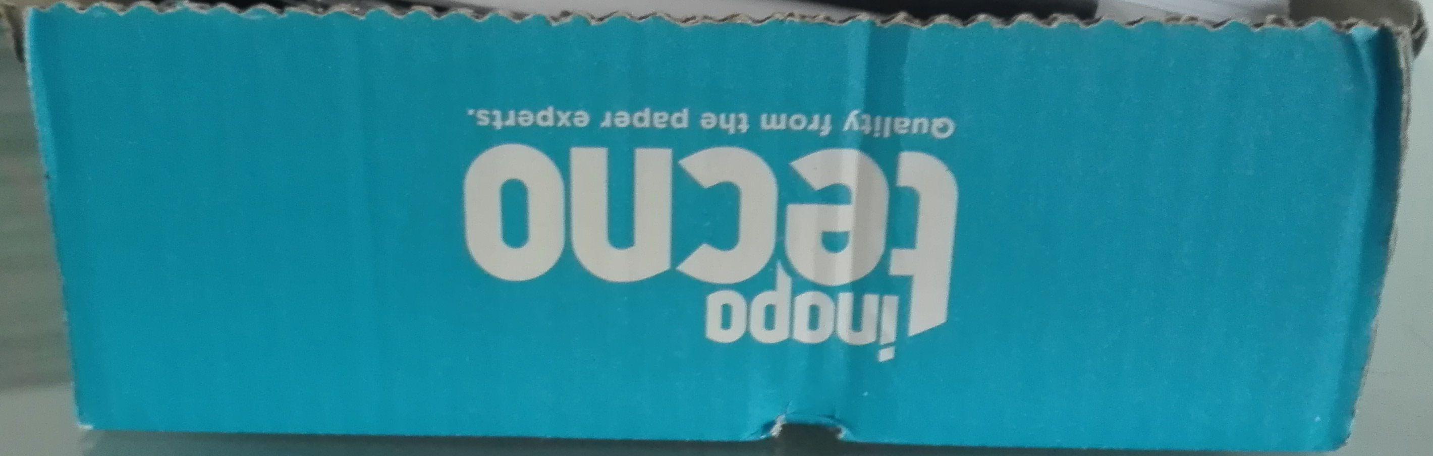 Verbetering: De zijkant van deze kartonnen doos vormt een vlak.