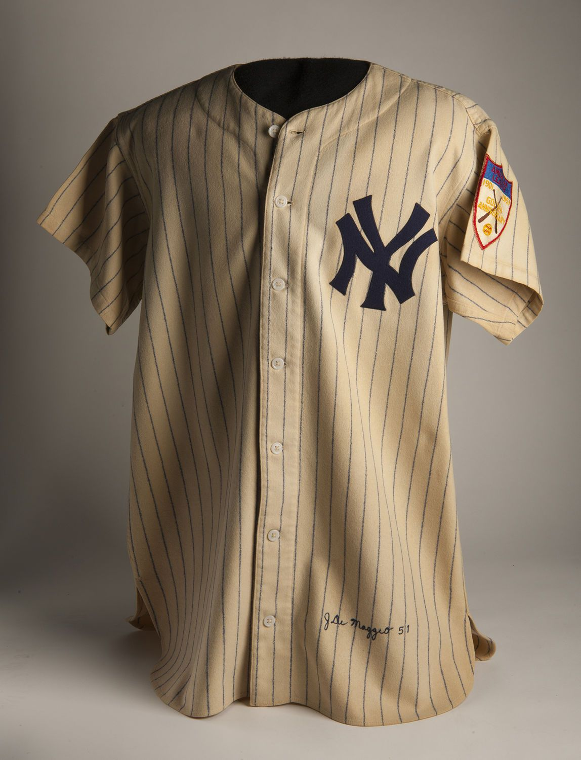 45d25f4e8aa After his number 5 was retired by the New York Yankees in 1952
