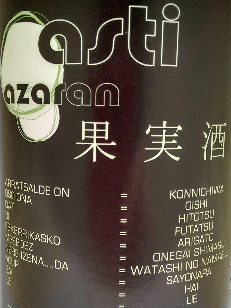 Etiqueta con textos en euskera y japonés de la sidra natural Astiazaran.