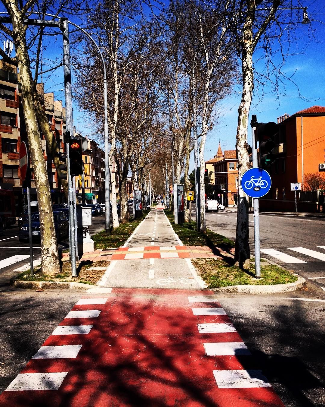 #tangenzialebiciclette #instaitalia #igersitalia #igersemiliaromagna #igersbologna #turismoer #ig_emiliaromagna #ig_bologna #iosonogeco #twiperbole #facecreativelink #charmingitaly #bologna #vivobologna #vivo_italia #vivoemiliaromagna #bologna_city #italian_city #Fotografoitaliano #volgobologna#loves_bologna #eccbo by wiki23