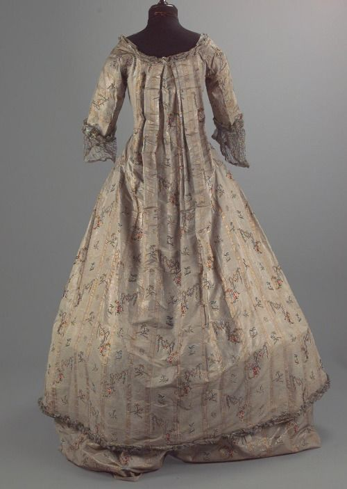 Robe a la francaise, 1st half 18th century FromIMATEX