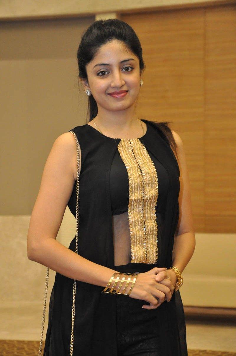 Poonam Kaur Latest Beauty Stills