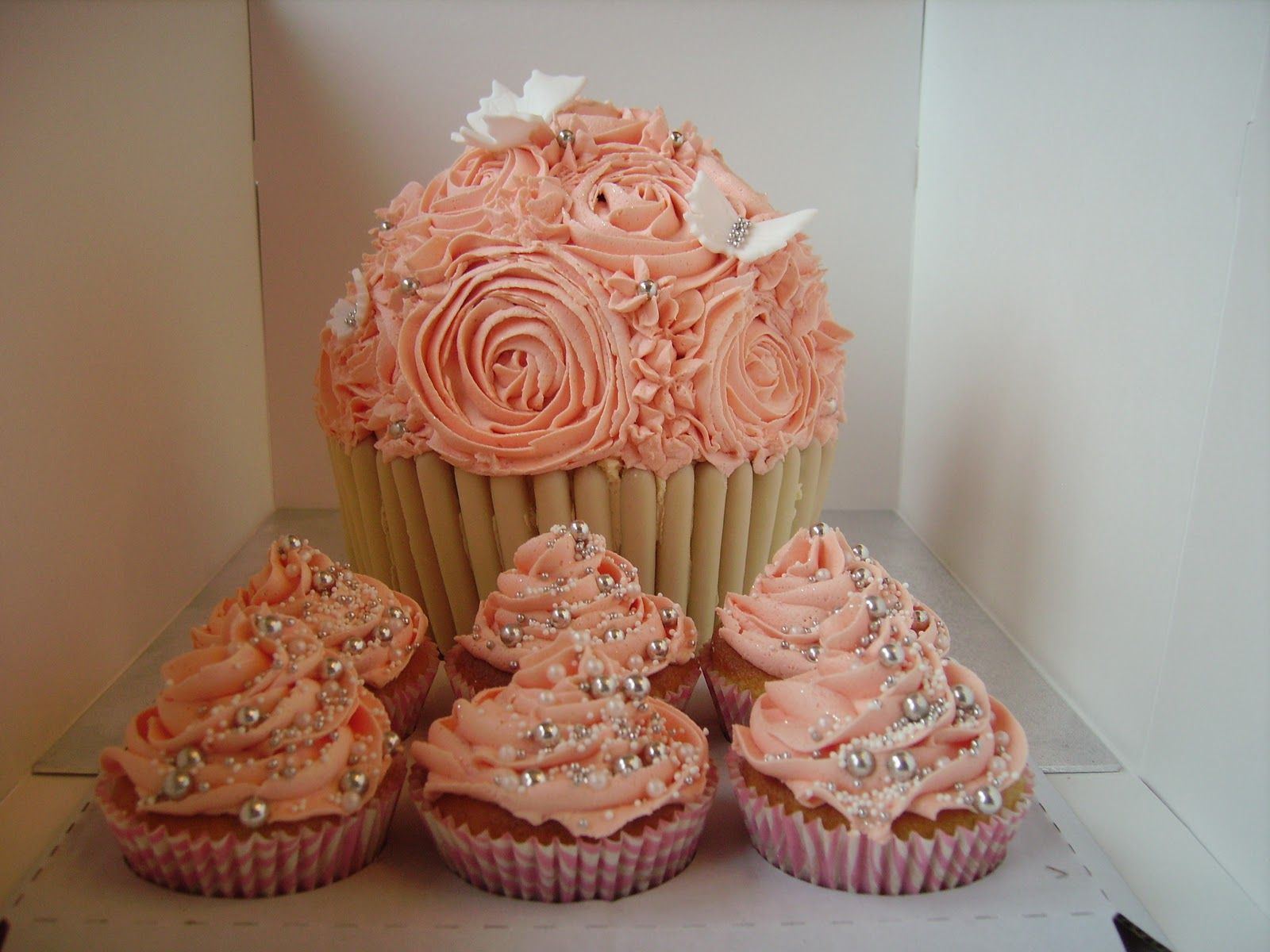 Pink Rose Cupcakes Vanessa Hahn Cakes Pinterest Pearl