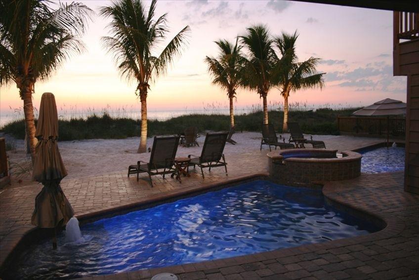 Sleeps 16 Private Homes Vacation Rental