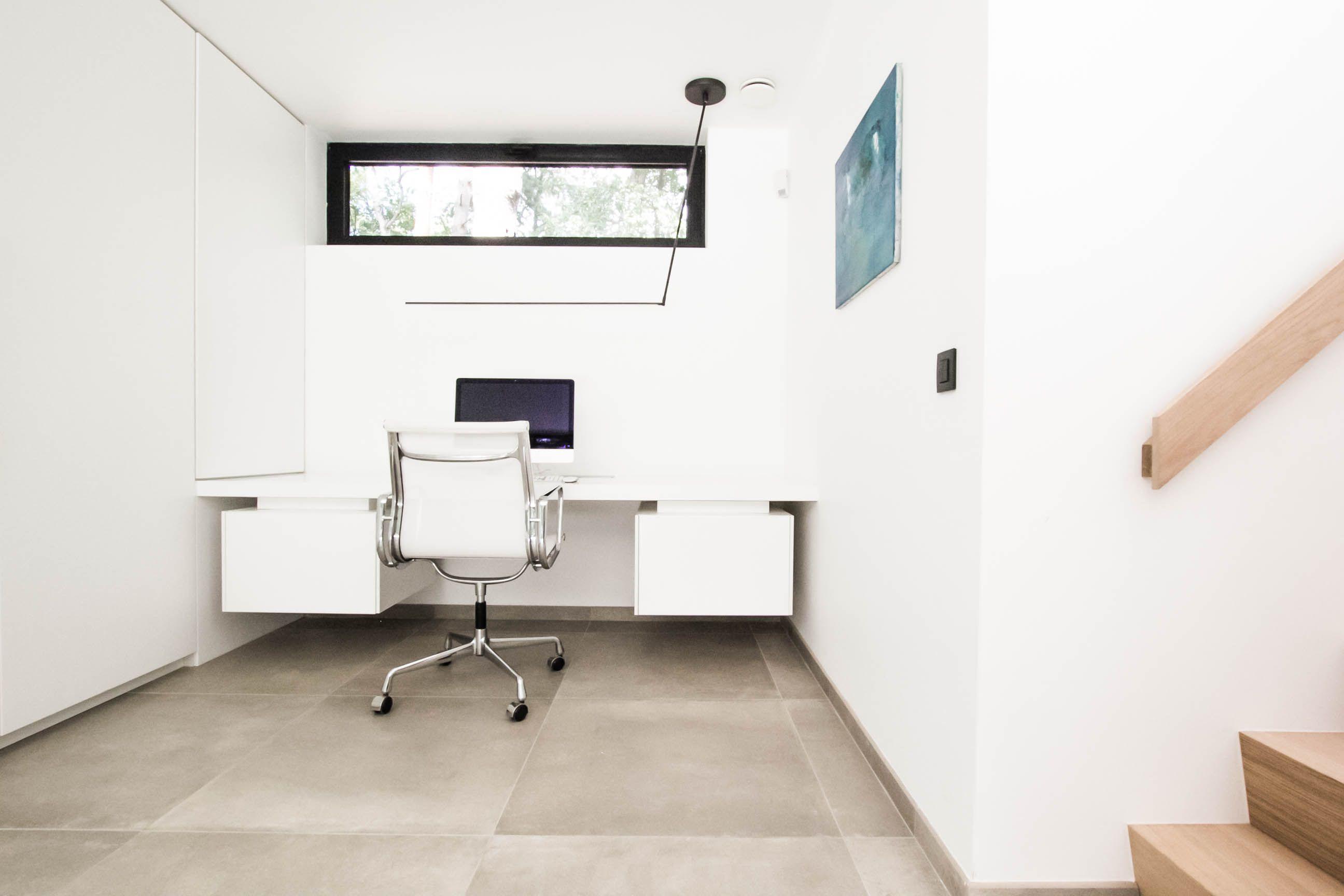 Homeoffice bureau integreren in een modern interieur solid