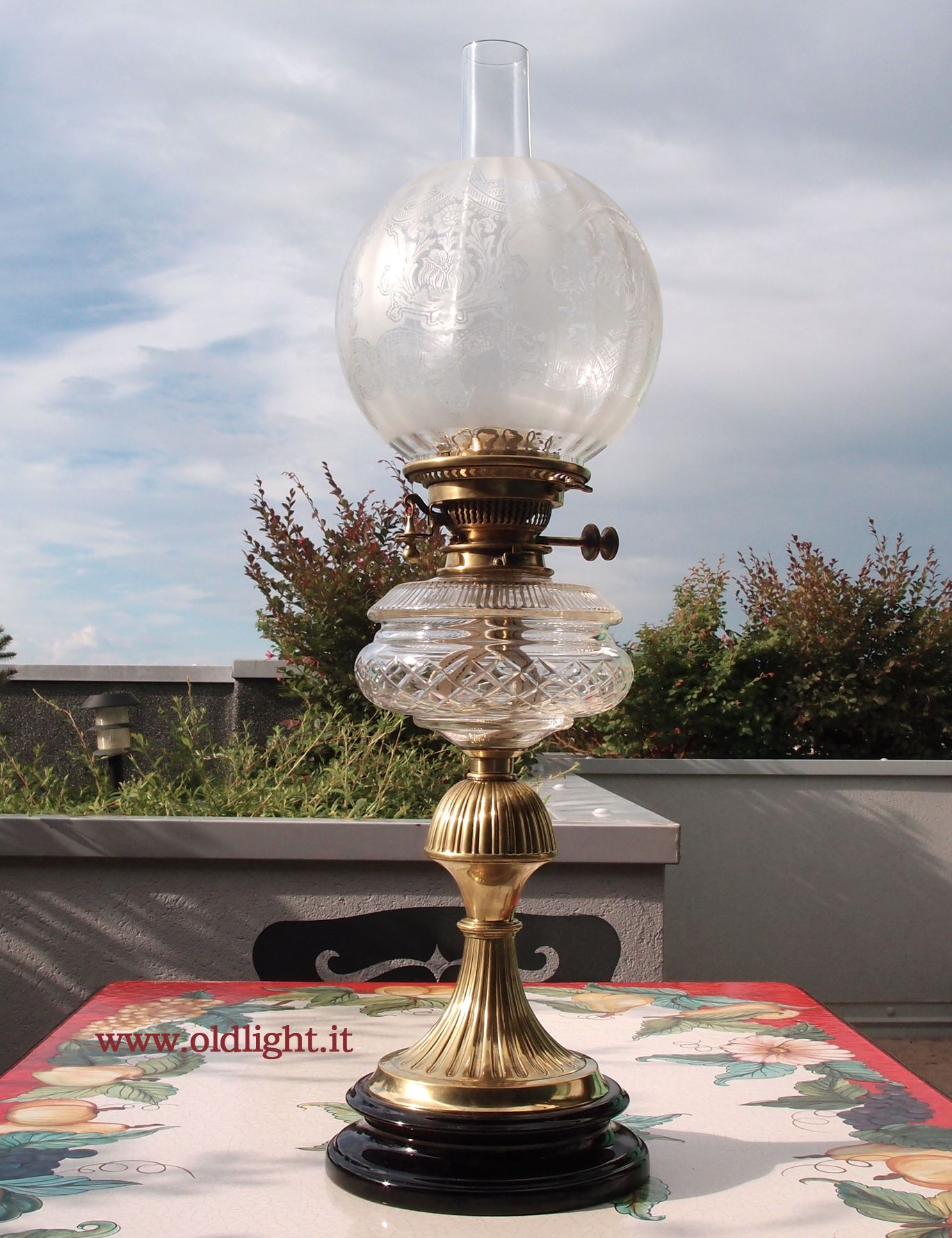 Lampada da tavolo inglese stile vittoriano in ottone e ceramica serbatoio in cristallo - Lampade da tavolo in ceramica ...