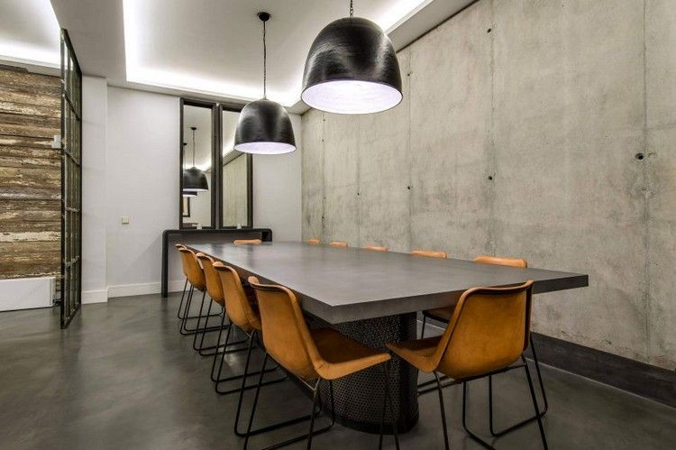 verrire atelier salle manger avec table en bton cir chaises vintage et suspensions - Table Salle A Manger Beton Cire