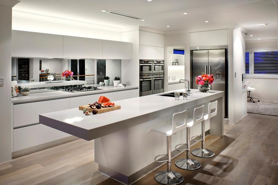 35 Fresh White Kitchen Cabinets Ideas To Brighten Your: White Kitchen. Love Mirror Splash Back.