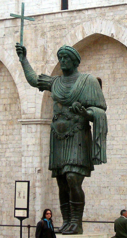 Colosso di Barletta. V secolo (439 circa). Barletta, Puglia, Italia. Statua di bronzo (4,50 m), fattura bizantina, raffigura probabilmente l'imperatore Teodosio II.