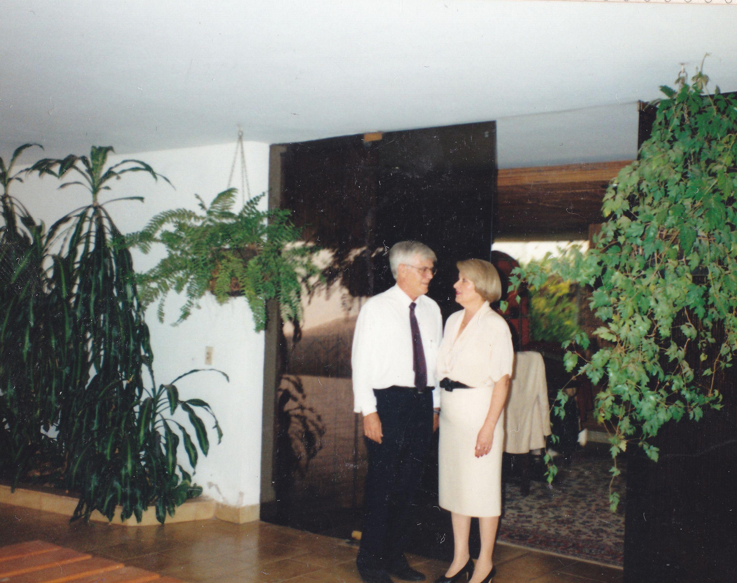 Cuando Mari-Carmen y yo nos quedábamos en Asunción dormíamos en este bungalow con tres paredes de cristal al jardin tropical que era de ensueño.