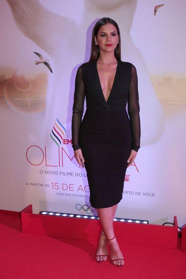 Bruna Marquezine capricha no decote e rouba a cena em evento VIP no ...
