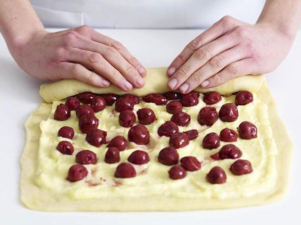 Puddingschnecken mit Kirschen - so geht's