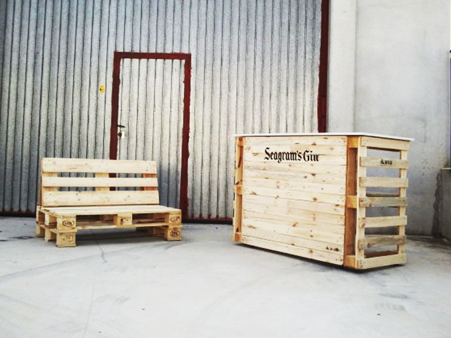 Mobiliario realizado con palets recicla re sa pinterest reception - Mobiliario con palets ...