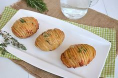 Patate hasselback, scopri la ricetta: http://www.misya.info/ricetta/patate-hasselback.htm