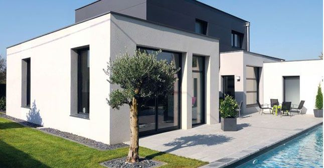 Une maison moderne pratique et écologique avec piscine