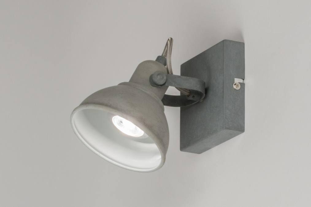 Artikel 11070 Moderne wandspot uitgevoerd in metaal en voorzien van ...