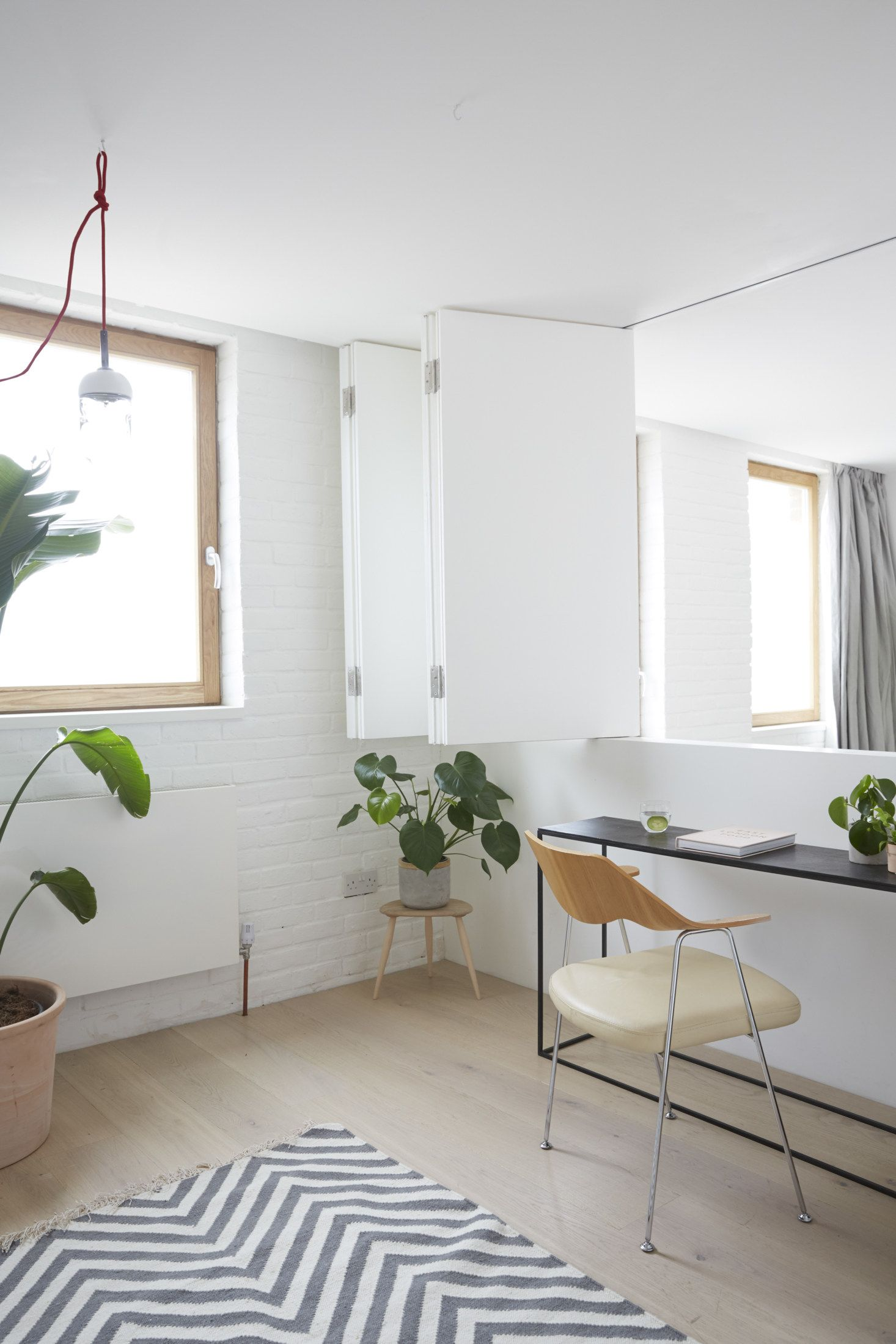 A Bright Reconfigured Mews House In Hackney London Mews House Accordion Doors Home