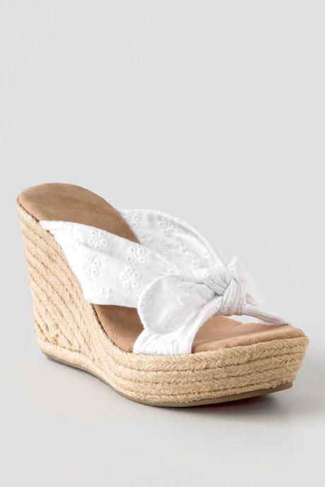 The Brunna White Wedge is the perfect