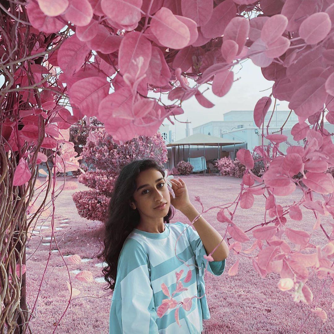 وديمه احمد Wadima Ahmed On Instagram Be More Of You And Less Of Them معدلين نومكم ولا انا بعدني Wallpaper Backgrounds Beauty Women