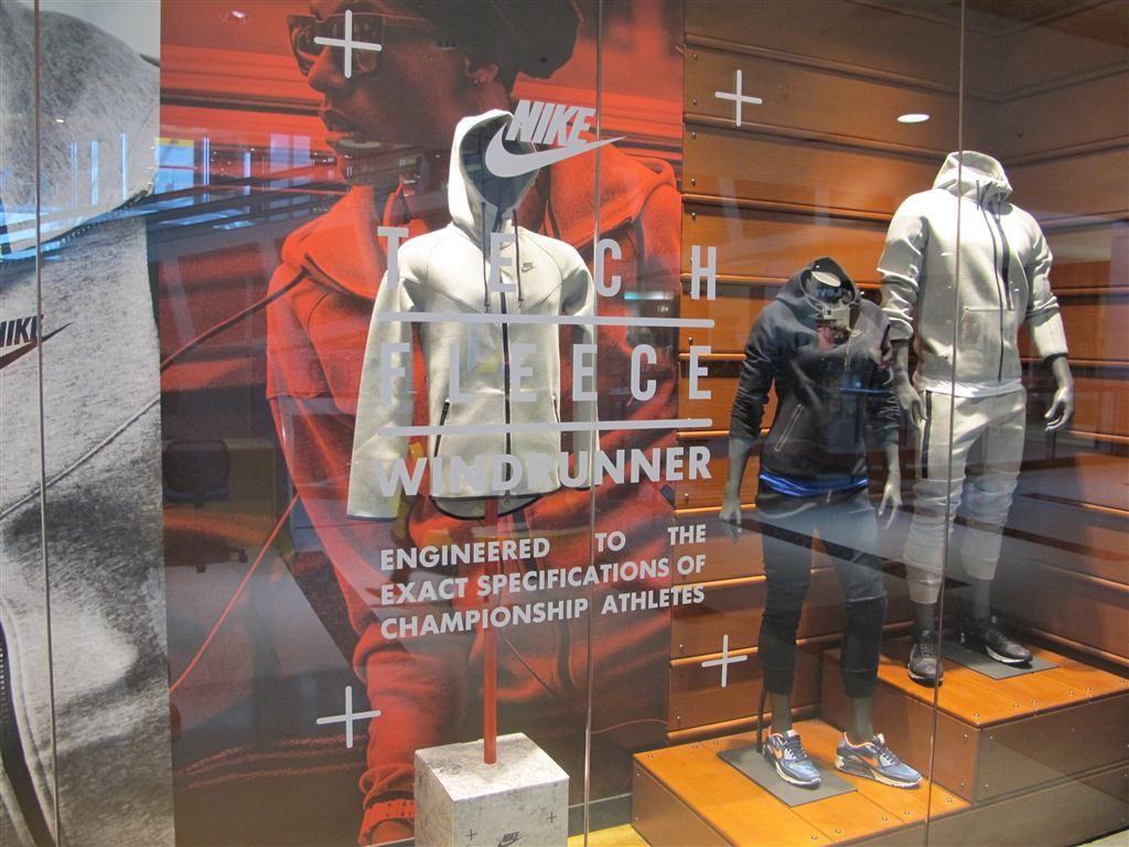 Nike retail window display Tech Fleece. | Nike Retail design