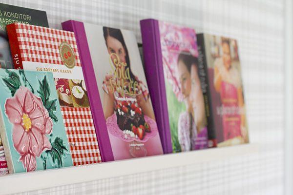 Must-have: cookbook shelf in kitchen