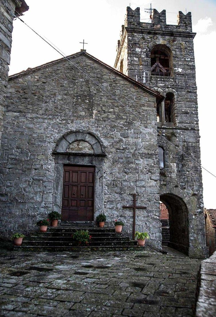 Francesco Sforza espugnò Pontito nel XV secolo. Si