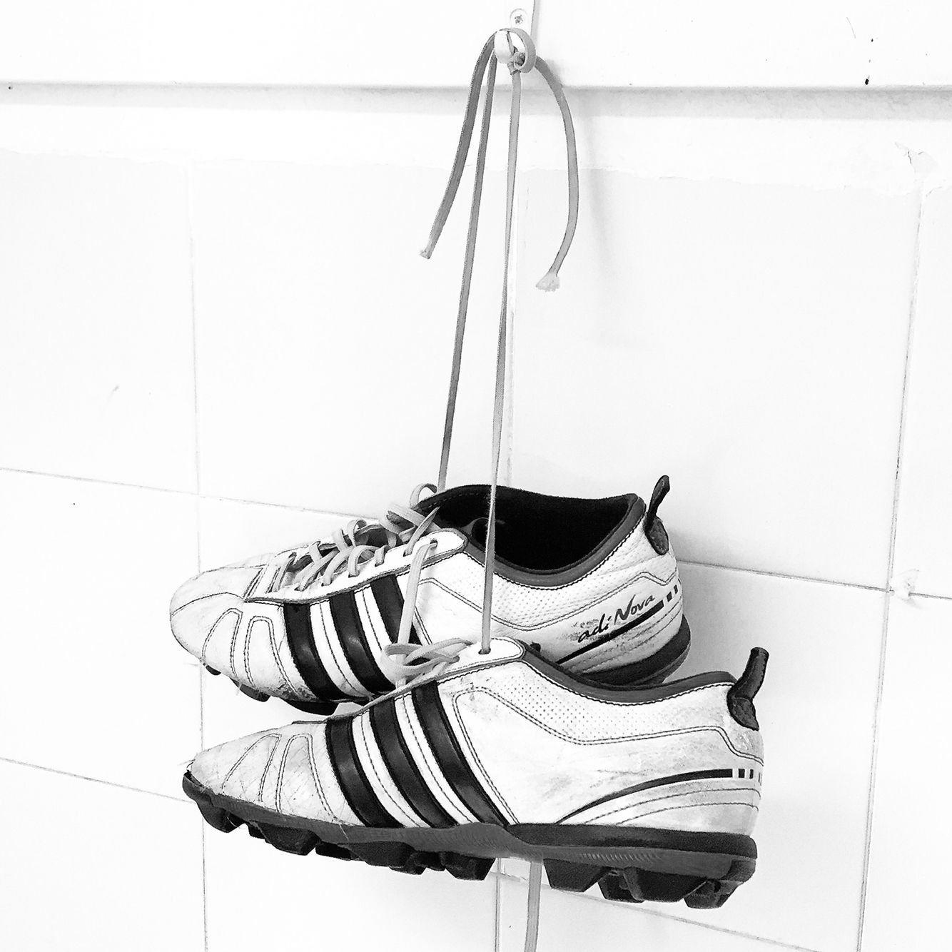 Colgar las botas. fútbol Adidas  200bbb208617d