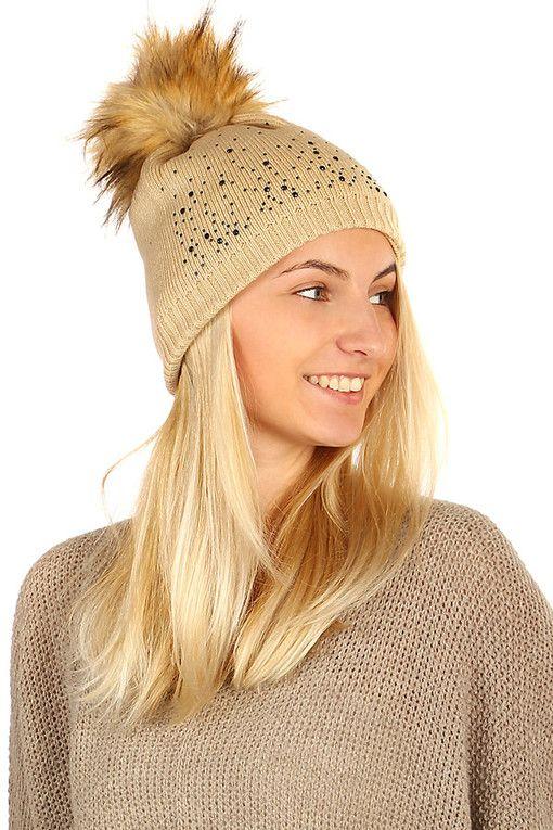 Dámská pletená čepice s kamínky a bambulí  a45263fbeb