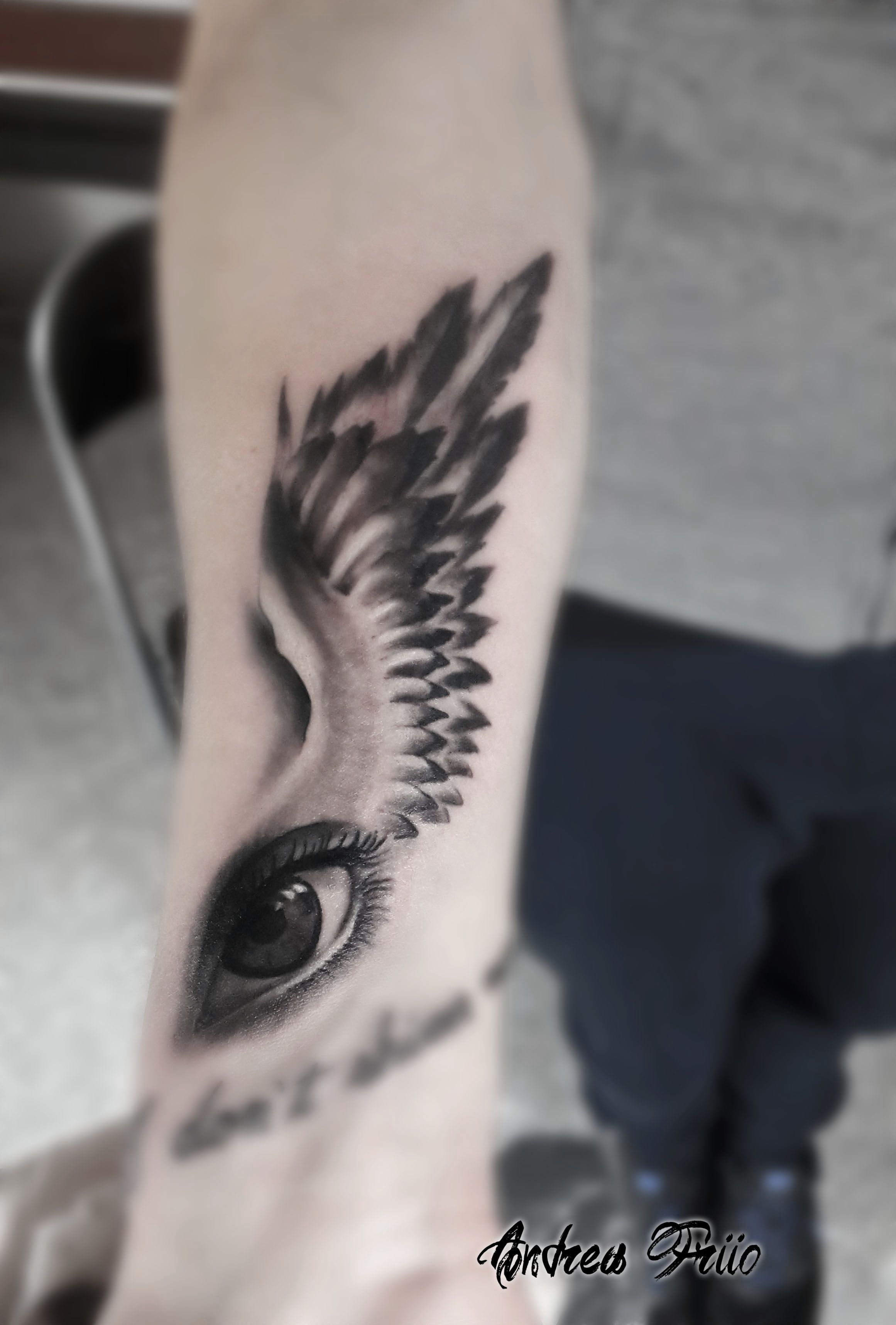 black and grey tattoo eye tattoo wings tattoo Tatuaggi