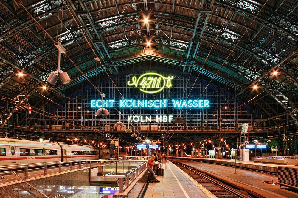 Koln Hauptbahnhof Cologne Railstation Pictures Of Germany Cologne Germany River Cruises In Europe
