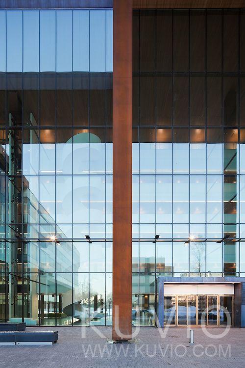 Tapiola HQ's main entrance. Architect: Sarc Architects