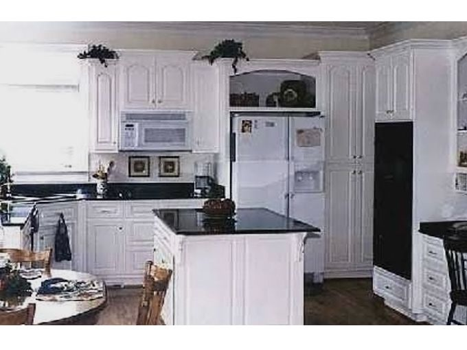 White cabinets + black countertops = totally modern
