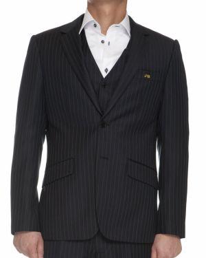 Som god nordmann burde jeg kanskje investere i en Moods of Norway-dress. Kan jeg ha en Twin Otter på i stedet for en traktor tro