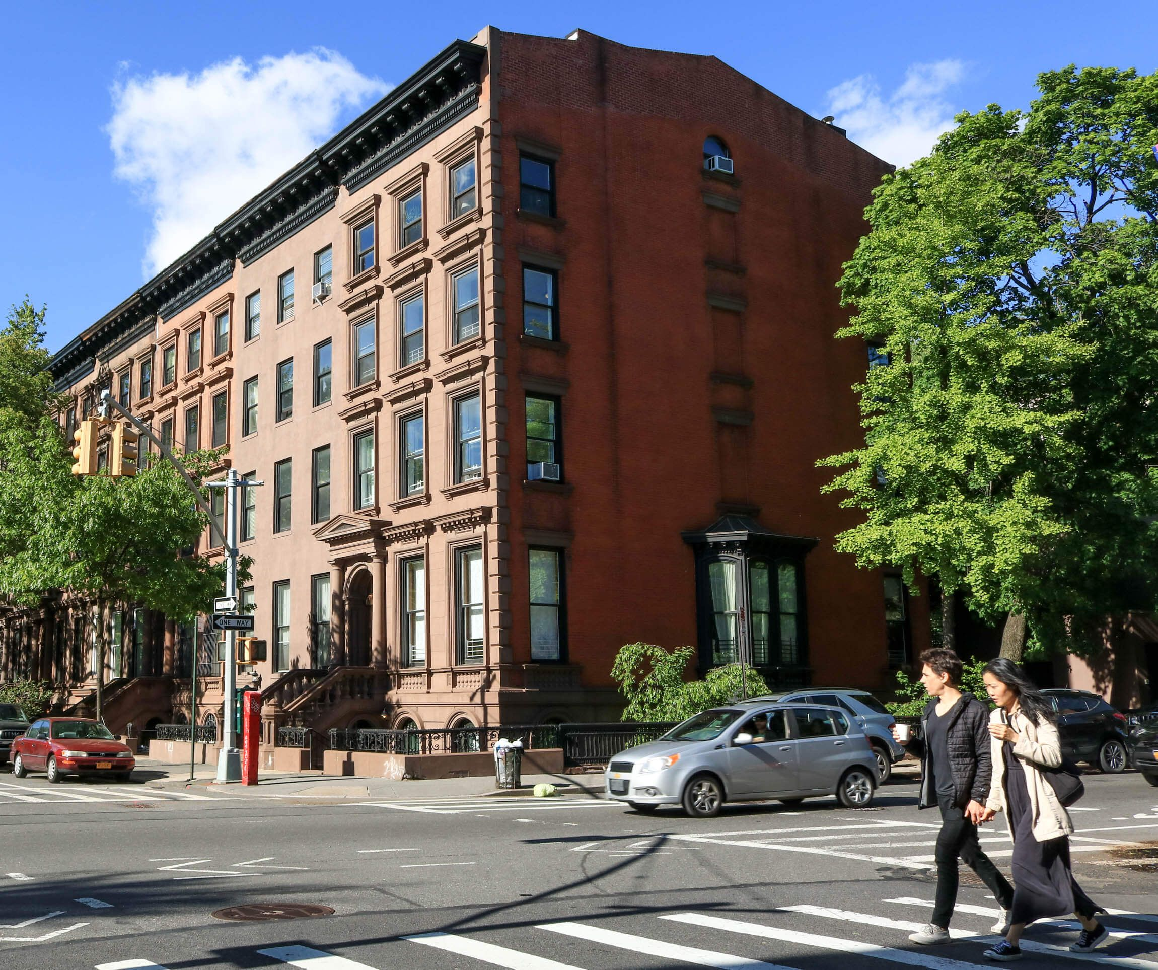The Imposing Brownstone On Washington Park Opposite Fort Greene Park Is One Of A Row Of Italianate Houses Built Brownstone Brooklyn Brownstone Washington Park