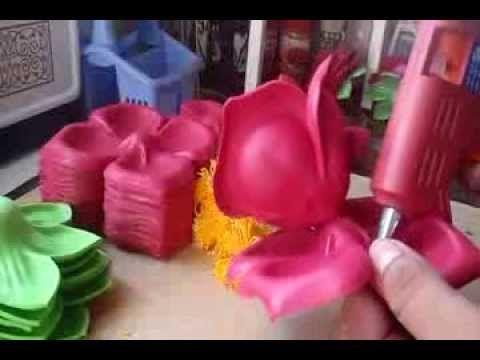 df58a27f79f Como Hacer Rosas De Foami Con Moldes - YouTube Flores De Fomix