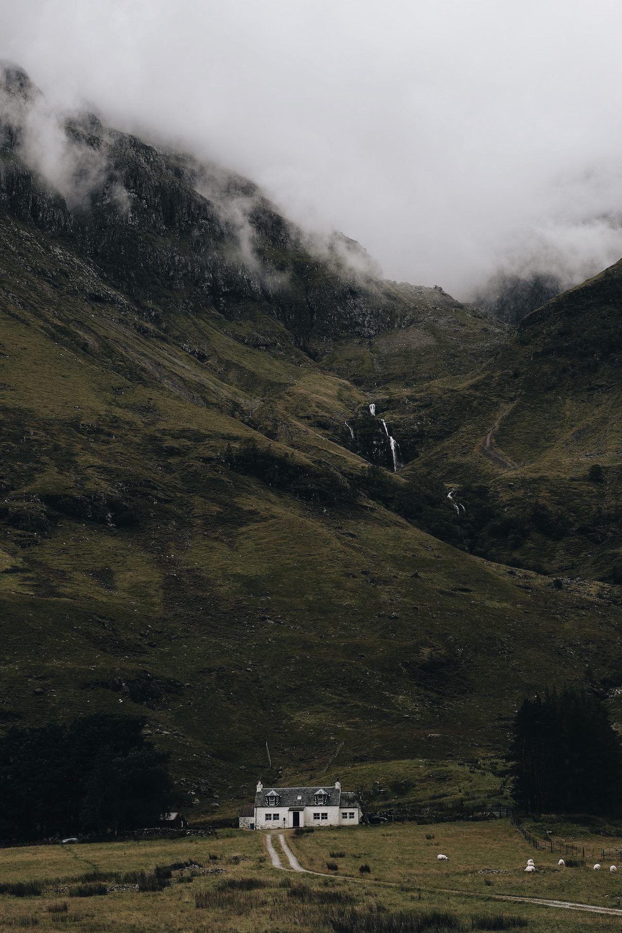 Fondos de pantalla casa montanas