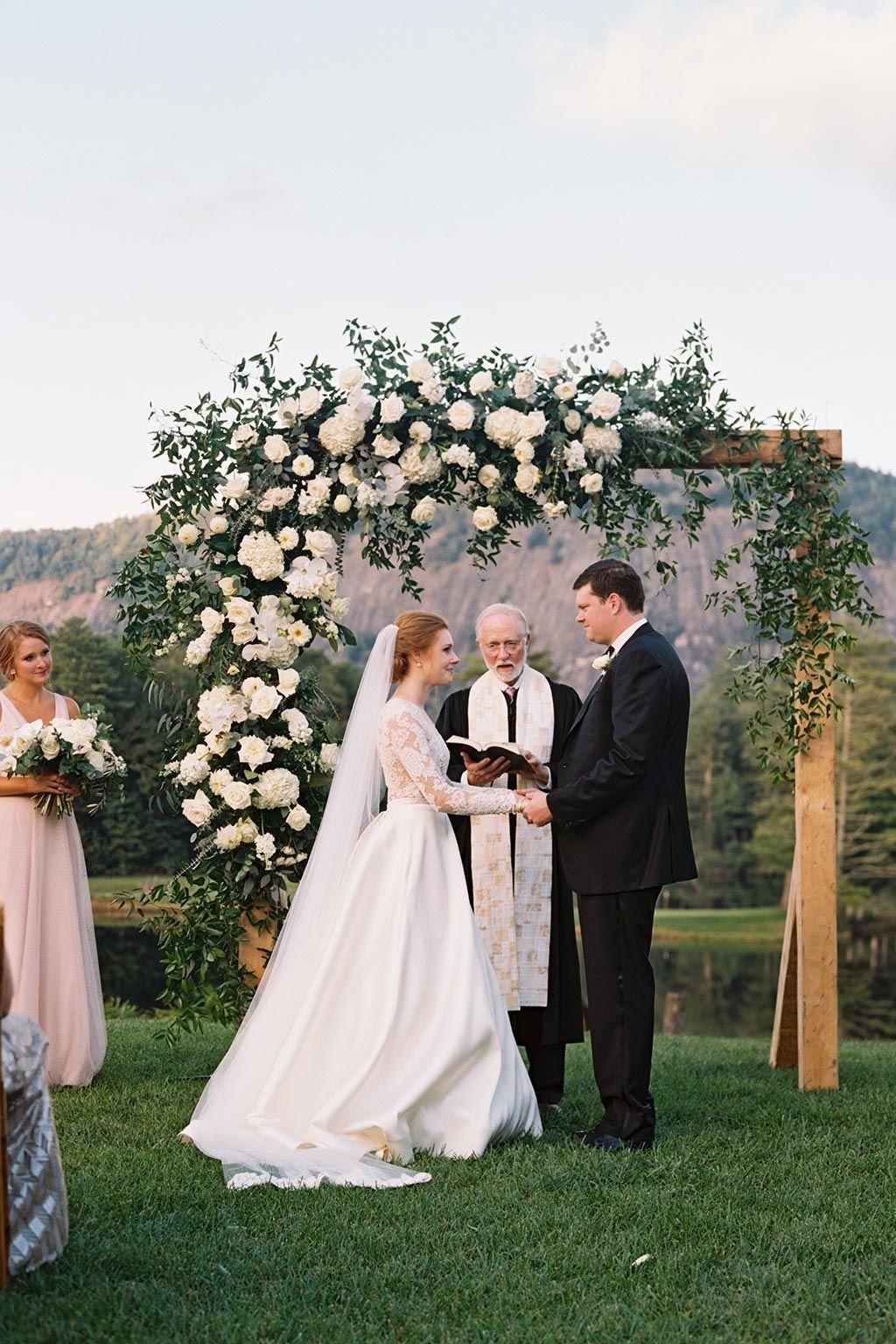 High Hampton Inn Resort Wedding North Carolina Wedding Florist Floressence Flowers North Carolina Wedding Ivory Wedding Flowers White Wedding Flowers