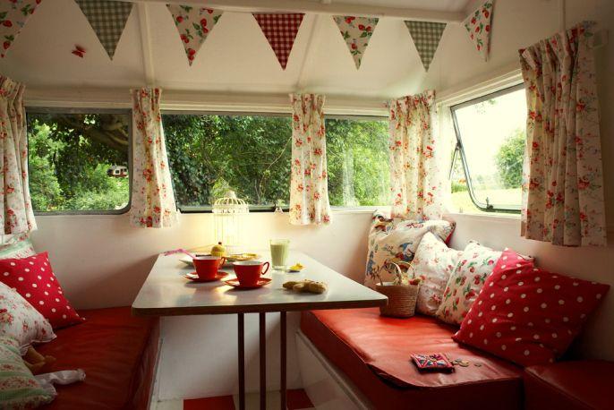 wohnwagench c vintage caravans wohnwagen sitzecke und wohnmobil. Black Bedroom Furniture Sets. Home Design Ideas