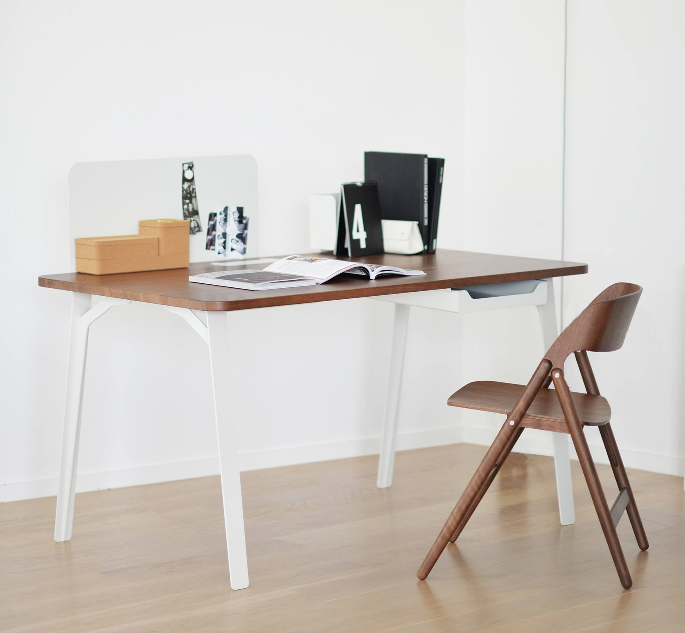 The Best Desks for Small Spaces When You Don\'t Have the Room ...