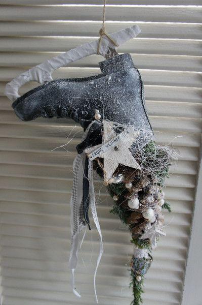 """Weihnachtsdeko - Shabby Winterdeko """" Ein Schlittschuh an der Türe.. - ein Designerstück von Hoimeliges bei DaWanda"""
