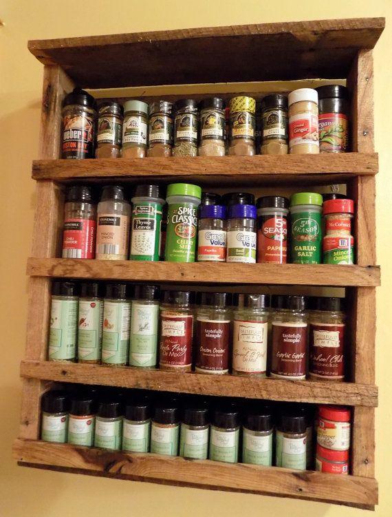 Épice Rack rustique régénéré palettes en bois par RedbeardRustics | Chalet | Pinterest ...
