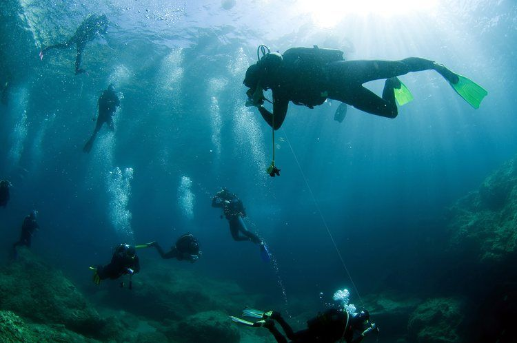 People With Spinal Cord Injuries May Benefit From Scuba Diving Scubas