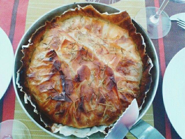 Empanada de espinacas y queso con nueces