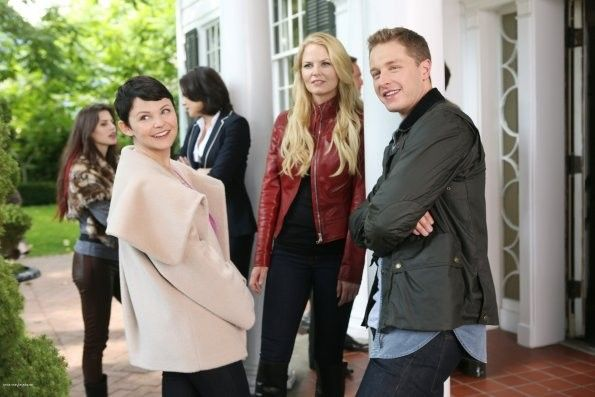 Check out photos & spoilers from 'Once Upon A Time'!
