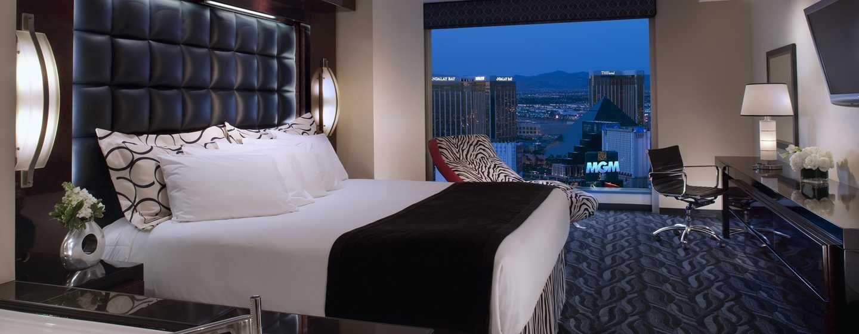 As suítes oferecem uma cama king-size, banheira de hidromassagem no quarto principal e janelas piso-teto.