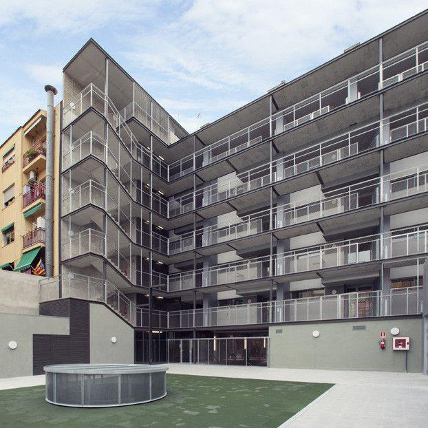 Edificio de Viviendas y Centro Educativo en la Barceloneta / EC Compta Arquitectes S.L.