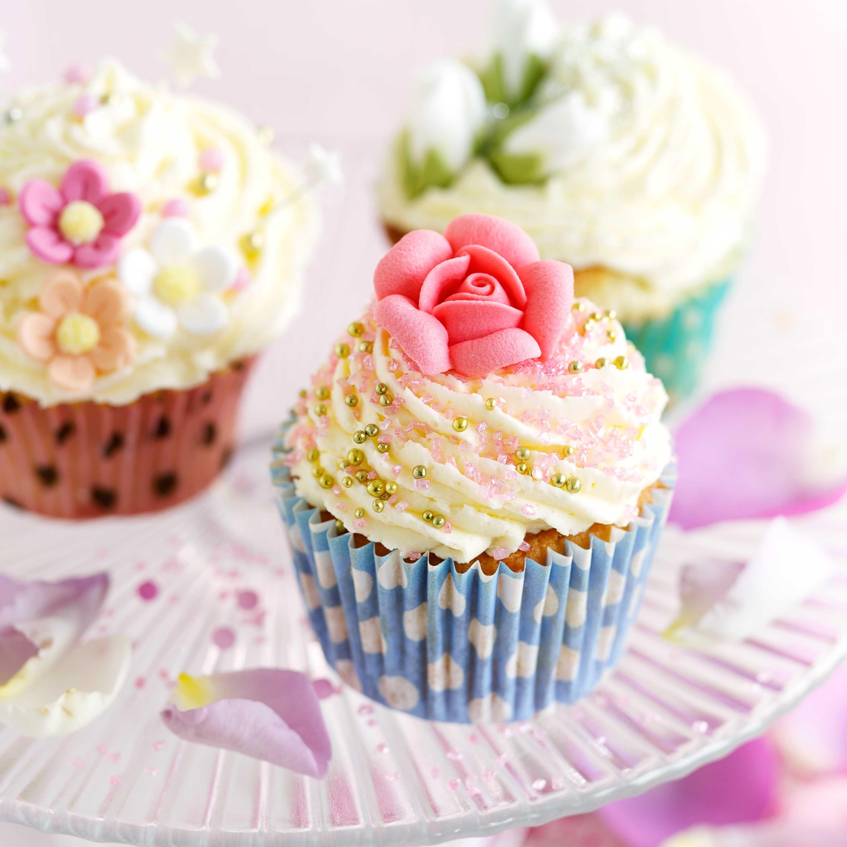 Cake Decorating: 3 expert tips | Easy cake decorating ...